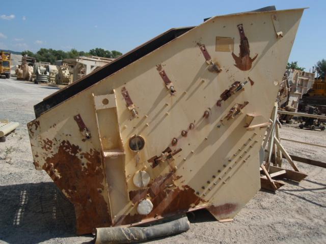 Crible FREE FLO 20-16, 3 étages avec charpente. 2 moteurs à balourds 4KW, poids 4t. Année 2003, mise...