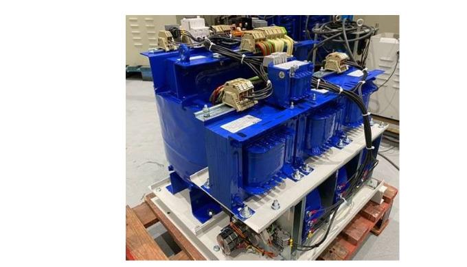 Estabilizador de tensión trifásico de 20Kva compacto.