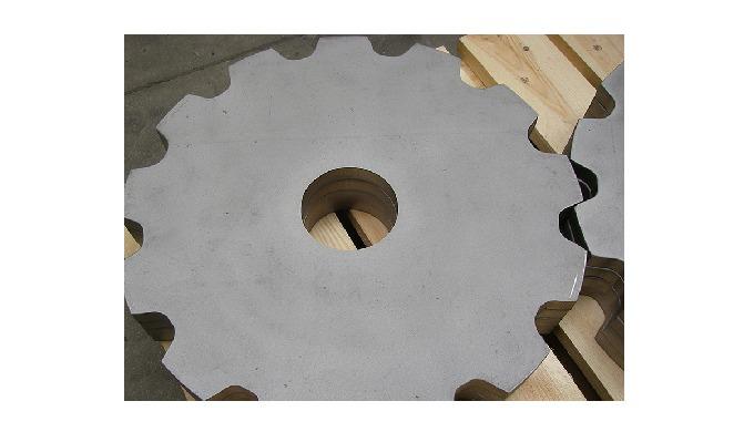 Hos JKP Produktion ApS. har vi stor expertise indenfor skæring af tandhjul/kædehjul, og vi kan frems...