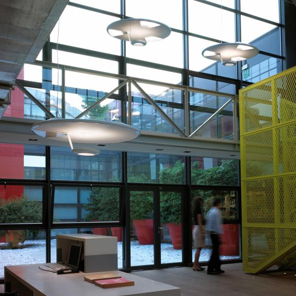 Osvětlení pro komerční interiéry / osvětlení pro bytové interiéry - závěsná svítidla, stolní lampy, stojací svítidla, pracovní lampy, spoty, přisazená svítidla a světelné lišty firem Luceplan a Deltalight