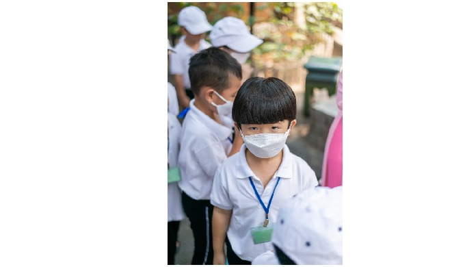 Product Description Product Name: Luxury Kid Face Mask Material: Non-woven Fabrics, Melblown, Activa...