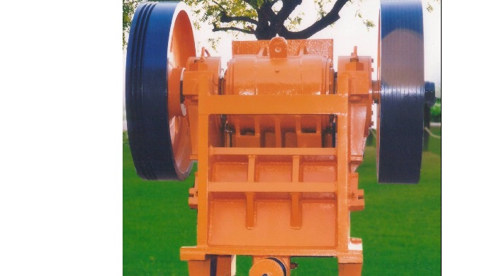 Laxman Stone Crusher Machine 1)Laxman Jaw Crusher are made as per standard norms to crush stone, riv...