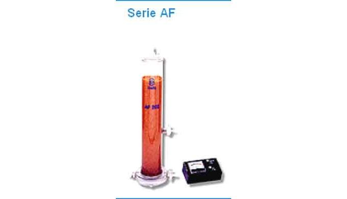 Equipo desmineralizador de caracter didáctico que produce agua químicamente pura, con una calidad qu...