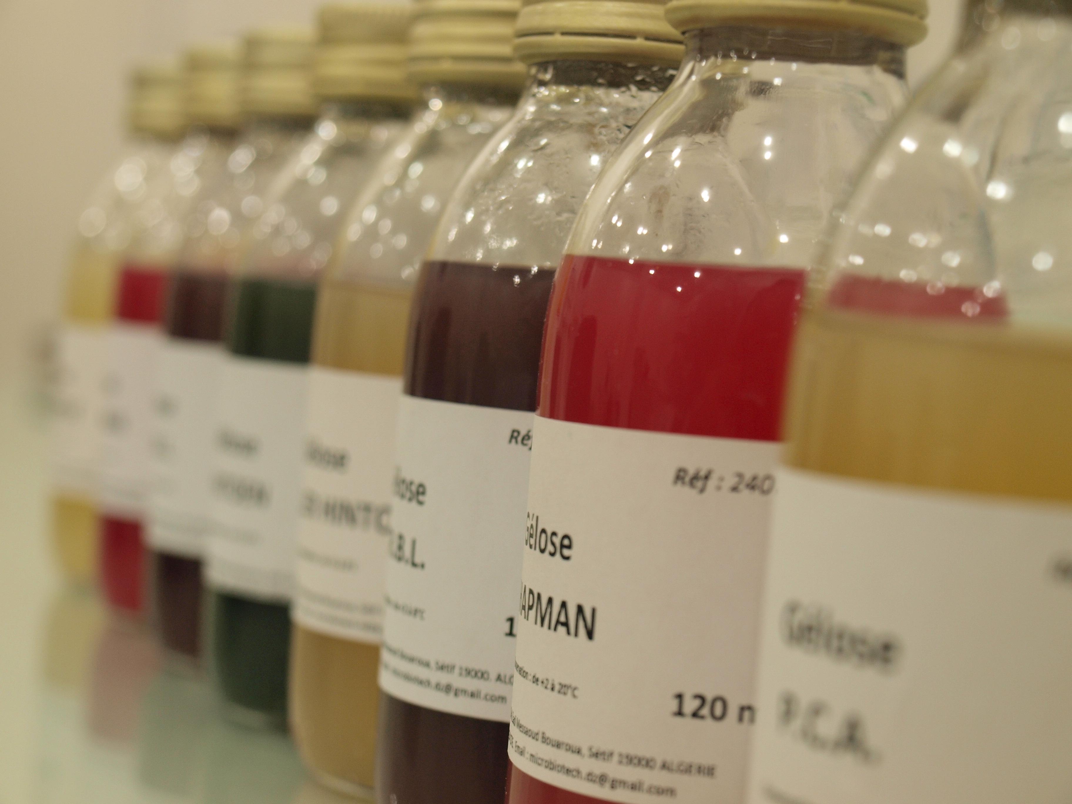 Réactifs de biologie moleculaire et Milieux de cultures prêts à l'emploi