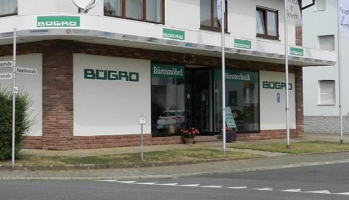 Individuelle und kompetente Beratung durch unser geschultes Team Grosse Büromöbel- und Bürotechnik-A...