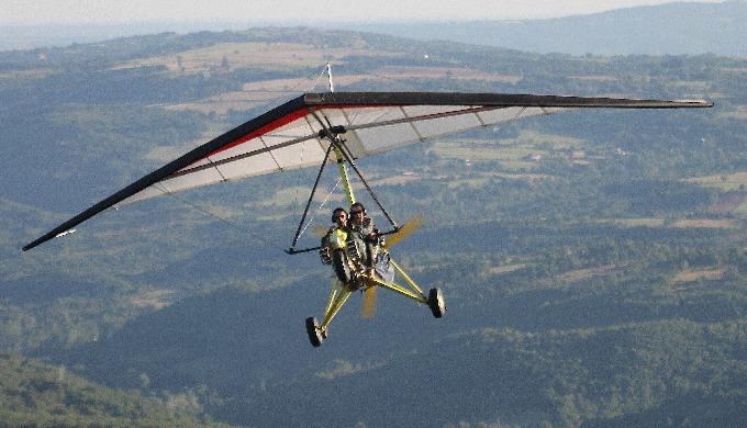 Nous proposons des baptêmes de l'Air en ULM montgolfière depuis Villefranche de Rouergue et Najac. V...