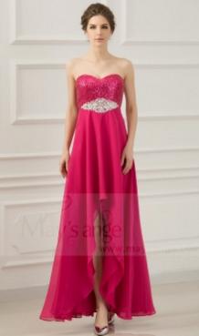 Offrez-vous une robe asymétrique de chez Maysange, moulante, courte ou mi-longue. Une touche de roug...