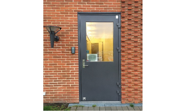 DURABILITY, SAFETY AND INSULATION HINGED DOORS Door System's hinged doors are made to measure accord...