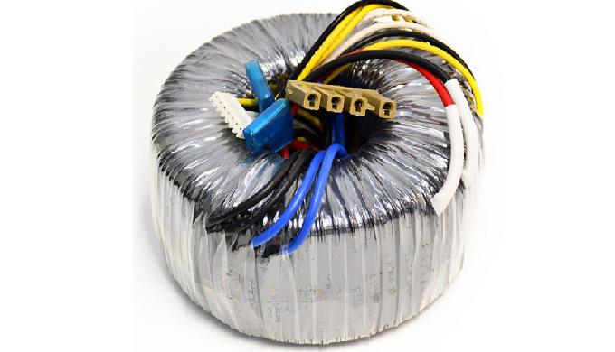 为了满足我们的磁芯丝缠绕的要求,我们建立了一个工厂绕线服务,制造组件,包括共模扼流圈,环型变压器,互感器和电流互感器。从原材料到磁芯,再到成品零件,这都是一站式解决方案。