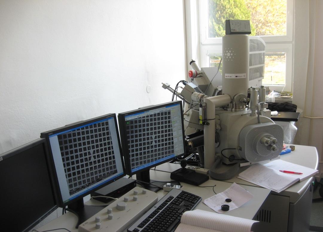 Rastrovací elektronový mikroskop s mikroanalytickým systémem
