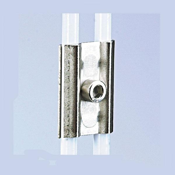 Pour assembler fermement 2 grilles d'exposition côte à côteAdaptable pour toutes grilles dont la cei...