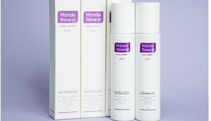 -Through moisture supply, skin becomes soft, and mist is immediately absorbed when sprayed on skin -...