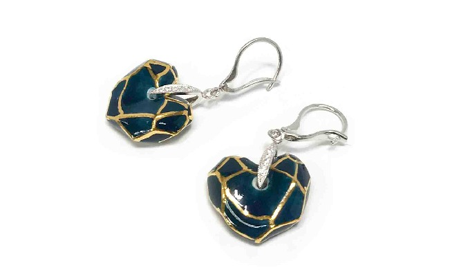CeraSilver Ceramic Heart earring_Pendiente de corazón de cerámica plateada