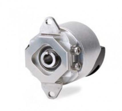 Bei Drehgebern mit Eigenlagerung und Statorkupplung wird der Teilkreis des Messgerätes direkt mit de...