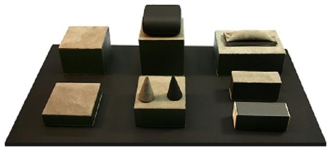 Présentoir de présentation pour bijoux Matière cuir véritable Coloris gris et marron Présentoir unic...