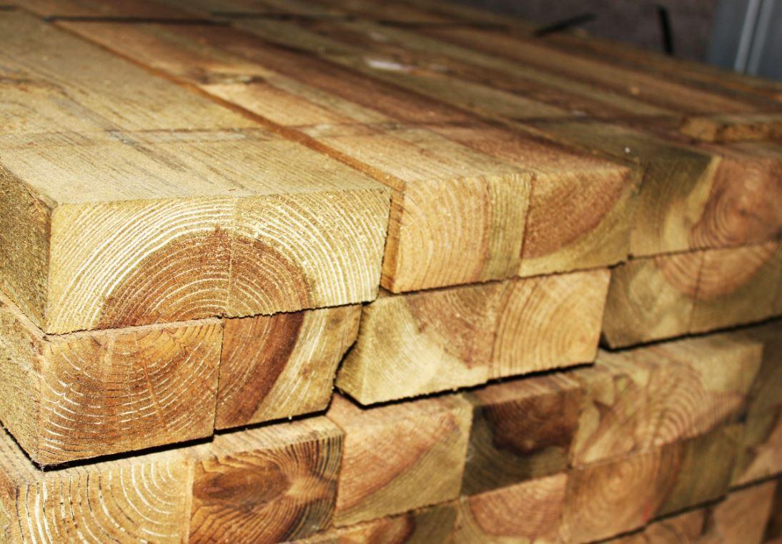 Choisissez Lambourde Pin Rouge du Nord Traité 50 x 73 mm pour des constructions solides. Caractérist...