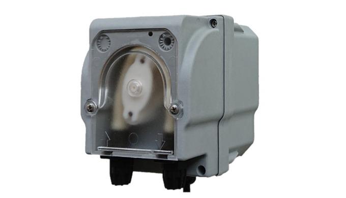 Peristaltické čerpadlo S napájením 24V a fixním průtokem.