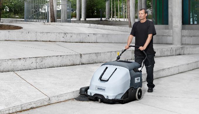 Le Nilfisk SW900 offre une récupération optimale de la poussière et autres débris, à l'intérieur com...