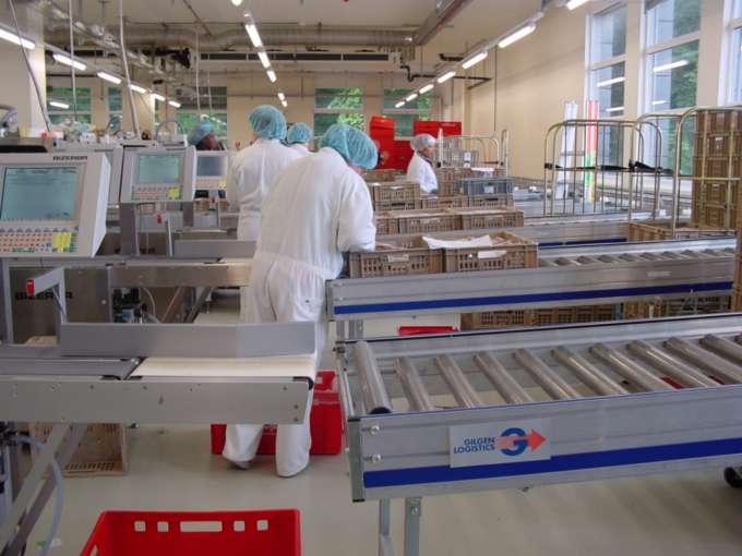 Die Fördertechnik mecom® setzt Logistiklösungen sowohl für einfache wie komplexe Materialflüsse wirk...
