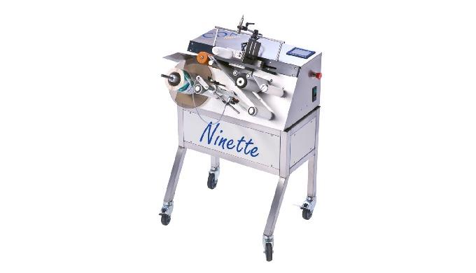 Conçue par la société CDA, la Ninette à Plat est une étiqueteuse semi-automatique permettant la dépo...