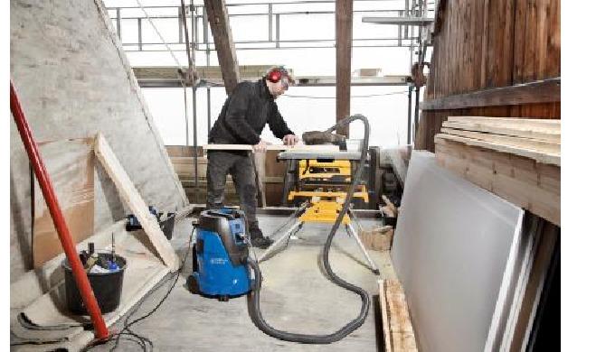 L'aspirateur eau et poussière Nilfisk AERO peut être facilement transporté à n'importe quel endroit,...