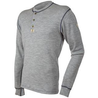 Janus Designwool trøye med knapper er laget av en dobbelstrikket, glatt interlock-kvalitet i 100 pro...