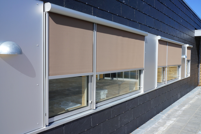 Solscreen Sun 3000 er en enkel og let solscreen, der passer til de fleste vindueskonstruktioner. Den...