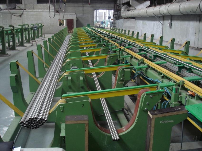 Sběrné tašky na trubky a tyčeK zajištění kontinuálního výrobního procesu jsou mezi jednotlivými stro...