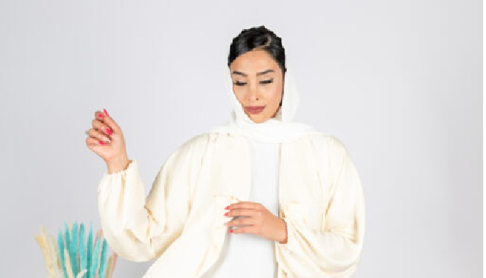 Senso Collection's sleek three-piece ensemble combines old Emirati finesse with a modern twist. Abay...
