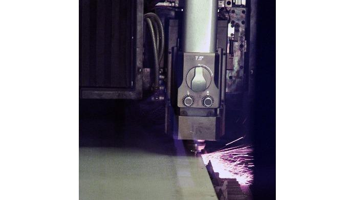 Laser 2 kw raccordé à notre magasin FMS