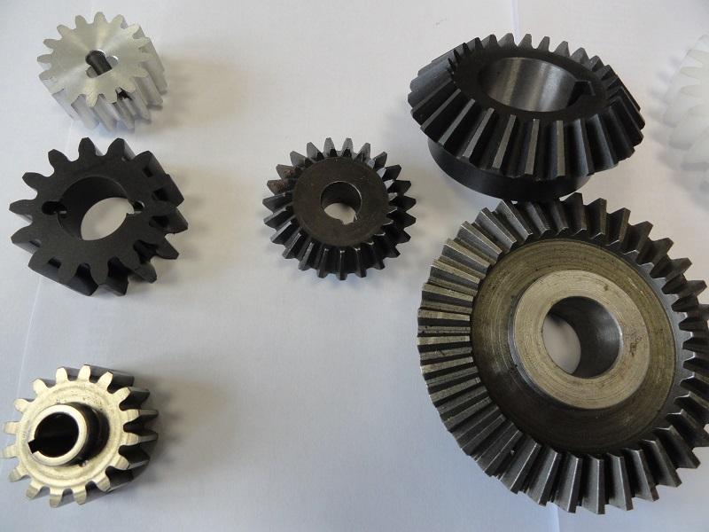 Ozubená kola, řetězová kola Výroba: metrická ozubená kola, čelní přímá, nebo šikmá od modulu 0,8 do ...