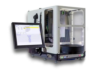 Der Maschinenaufbau mit massiver Grundplatte ist sehr kompakt und stabil. Im Maschinengehäuse sind a...