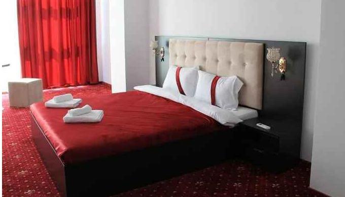 Va oferim 39 de locuri de cazare, in camere single, duble, triplă și matrimoniale. Oferim servicii c...