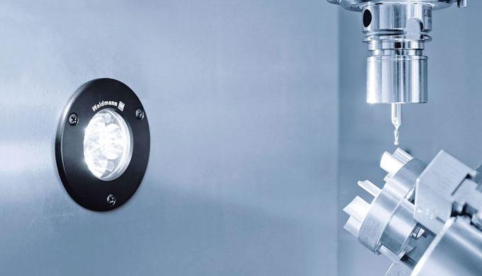 L'apparecchio SPOT LED per il montaggio fisso sulla macchina unisce 3 LED in una custodia così compa...