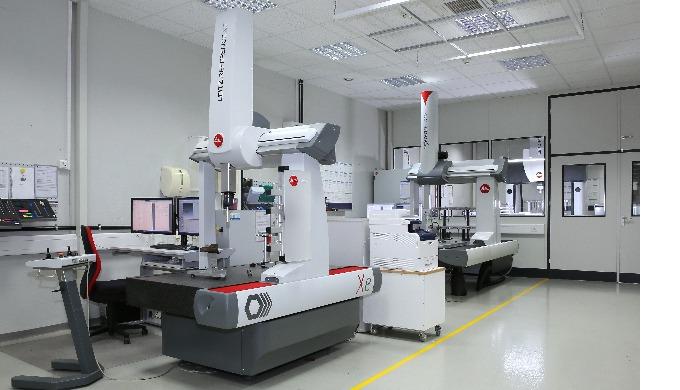 Zertifiziertes Qualitätssicherungssystem nach ISO 9001/14000, klimatisierte Messräume mit 3 modernen...