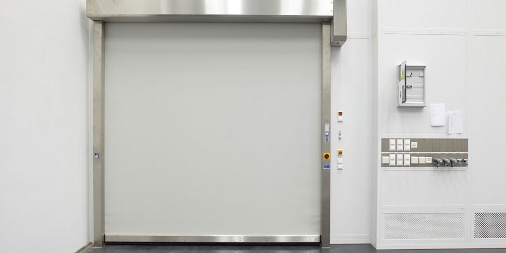 ASSA ABLOY Reinraumtore schützen die Umgebung vor Zugluft, Feuchtigkeit, Staub und Schmutz. Die Tore...