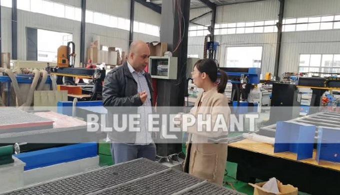 Canadienne clients viennent pour visiter notre usine et l'achat de nos 1325 machine