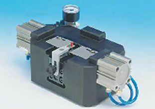 Pneumatické střihací a tvarovací zařízení TP/SC4 • Pomocí 2 válců, které zařízení obsahuje, je možné...