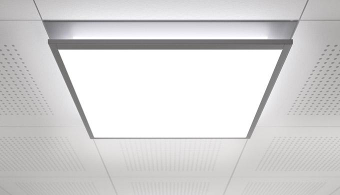Apparecchio a incasso e apparecchio a plafone LED per l'illuminazione di postazioni di lavoro e di a...
