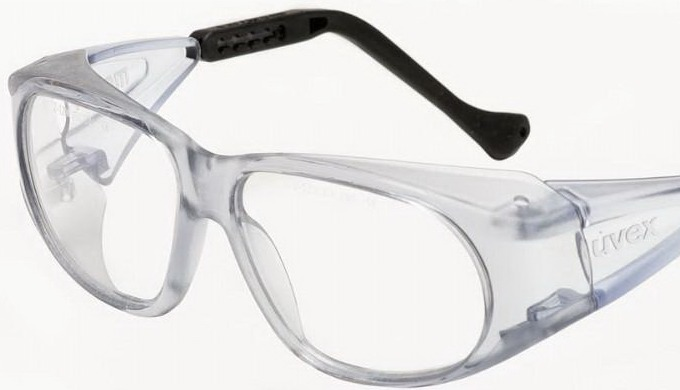Comfortable frame with excellent brow and cheek guards. Adjustable side pieces for individual adapta...