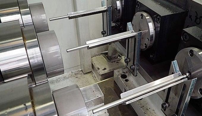 Präzise Bohrungen bis zu einer Tiefe von 300mm können wir dank modernster CNC gesteuerter Tieflochbo...