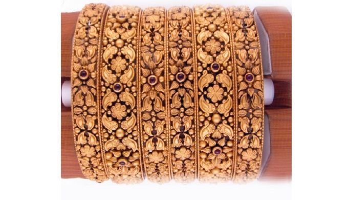Vakpati Jewellers Ltd. Provides the best online deal on Antique Gold Bangles. Check out your favouri...