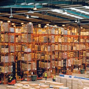 Услуги транспортных и экспедиторских агентств с собственными складами.