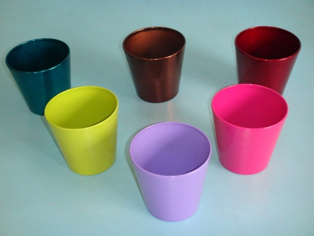 We are offering varieties of Metal Garden Buckets