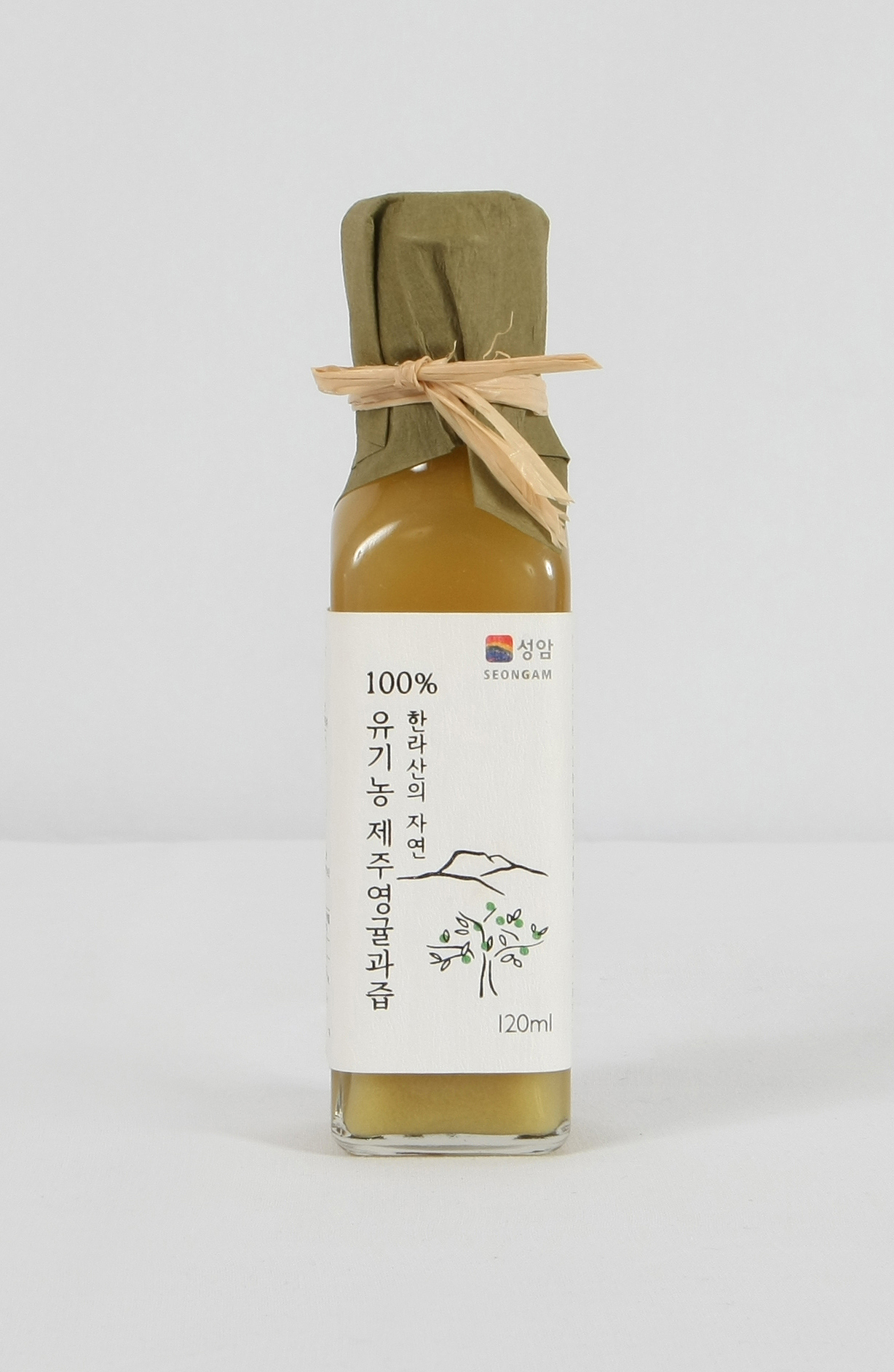 Organic Younggyul(Sudachi) juice is 100% juice from organic youngyul only. It can be used as natural...
