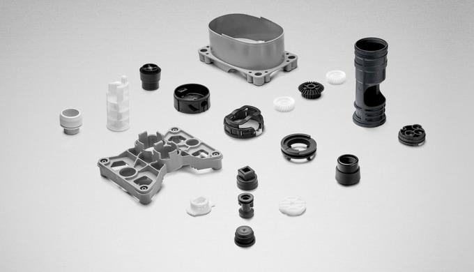 Wir stellen diverse hochpräzise Teile aus verstärkten und unverstärkten Thermoplasten für die Elektr...