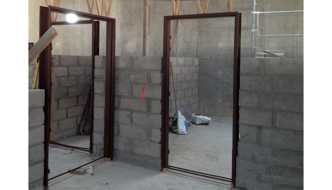 Huisseries pour portes de communication à chants droits sur cloisons sèches : • Pour cloisons Placos...