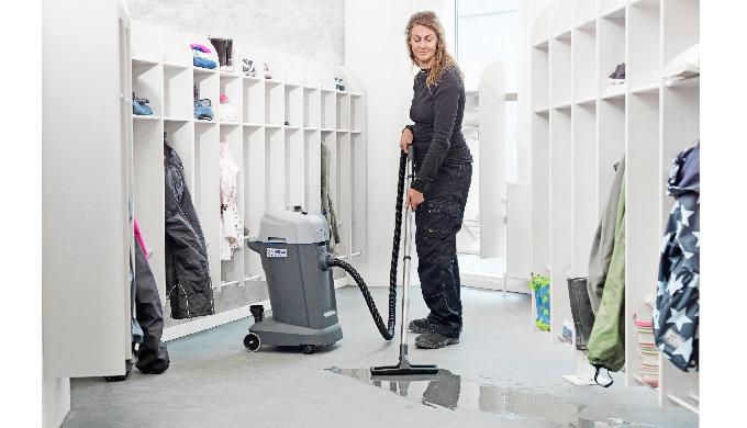 Les aspirateurs eau & poussière Nilfisk VL500 sont idéaux pour une utilisation dans les hôtels, les ...