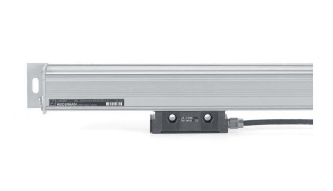 Bei den gekapselten Längenmessgeräten von HEIDENHAIN schützt ein Gehäuse aus Aluminium den Maßstab, ...