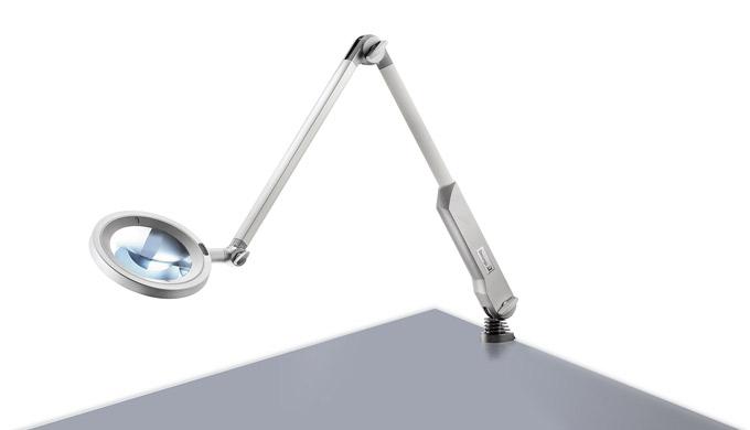 L'OPTICLUX ha tutto ciò che un moderno apparecchio d'illuminazione con lente deve avere: una lente r...